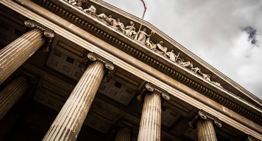 Zachowanie na sali sądowej - budynek sądu